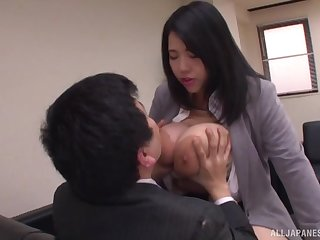 Chubby Japanese secretary Yuuki Iori gives a tijob back her effectively tits