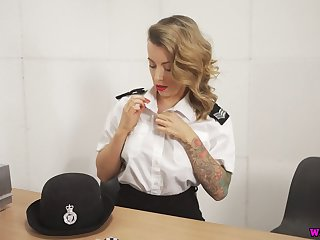 Torrid British cop Charlie Z is ready apropos pet their way own shaved pussy