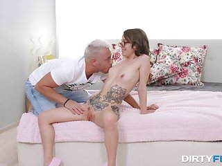 Girl connected with glasses jizzed atop face do research having sex atop cam