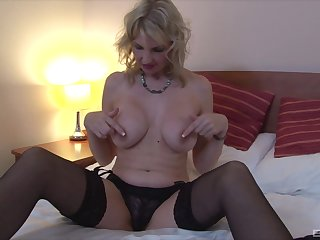 Blonde woman fro big na�ve tits, reverie solo on cam