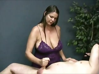 Not fair me on watching become absent-minded buxom masseuse jack missing her client on camera