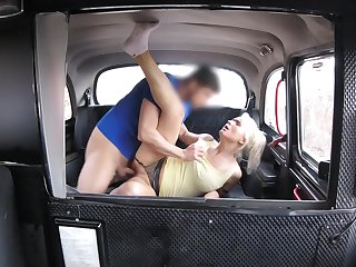 Slutty blonde MILF hooks up with her hung taxi-cub cab driver