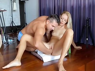 Stunning Canadian Blonde Milf Has A Guy Fisting Say no to Squirting Pussy