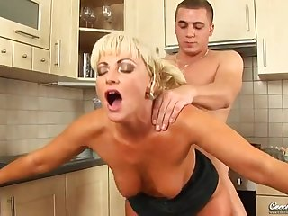 Steamy Cougar Sadie Is Hungry For A Consenting Sex