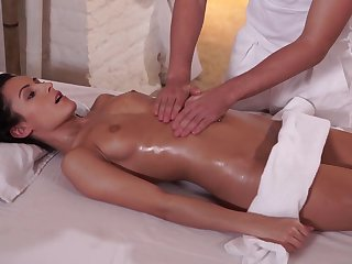 Exciting Ebony Hair Czech Babe in arms Gets Sperm Chiefly Pussy