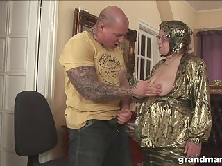 Rich granny is fucked and jizzed off out of one's mind successfully tattooed sportswoman