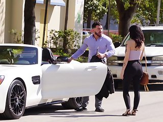 Amateur gets fucked by a rich guy after getting paid
