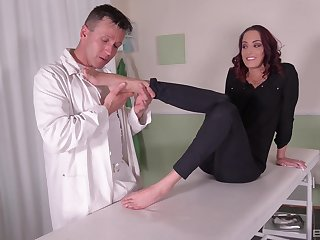 Cross MILF moans approximately man drilling her over a catch massage table