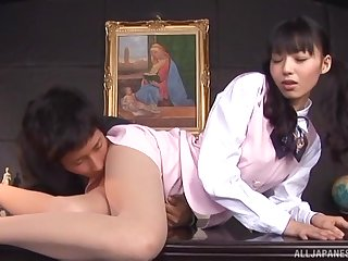 Quickie fucking not susceptible the place table with clothed Aino Kishi